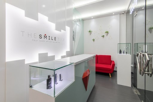 Located at the sprawling Ayala community in Quezon City, The Smile Bar Vertis North offers spa-like teeth whitening treatments for everyone to enjoy. Upon entering our doors, customers and guests alike are welcomed in a bright, clean space, with a white reception desk, making the red accents standout inside the room. A color theme that perfectly reflects the brand.